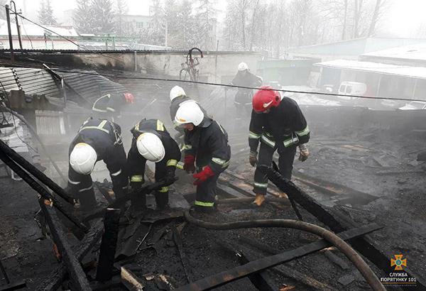На околиці Івано-Франківська горіла станція технічного обслуговування автомобілів