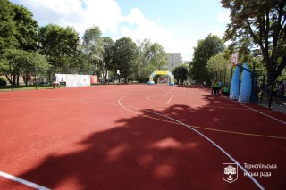 vidkrittya-sportivnogo-maydanchika-v-dvori-na-vul_-tarnavskogo-22-u-ternopoli-2