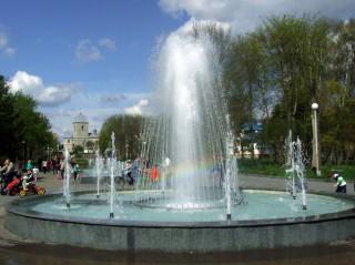 tsentralniy-fontan-u-parku-topilche-serpen-2020-rkou
