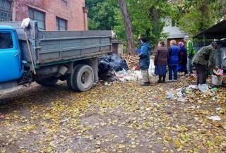 13_10_2020-ternopil-komunalni-slugbi-pribirayut-smittya-na-vul_-parashchuka